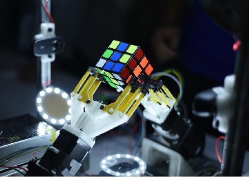 轮式机器人格斗,机器人自动登上擂台,自动寻找目标并将对手推下擂台图片